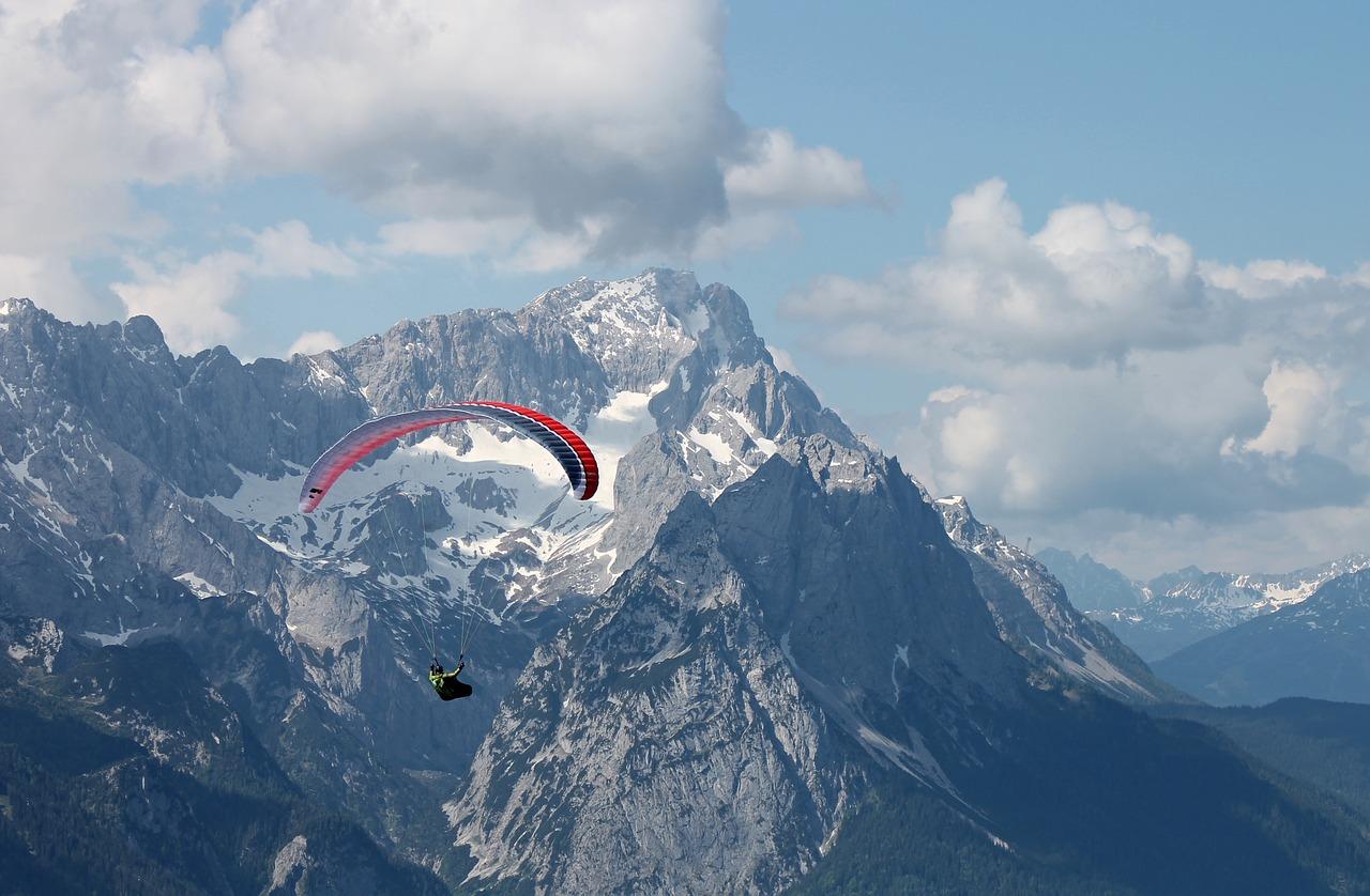 paraglider-in-mountain-range