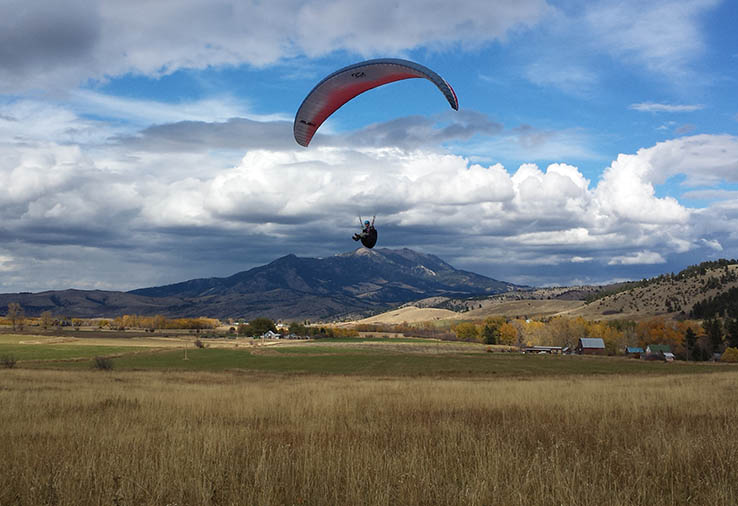 flying-paraglider
